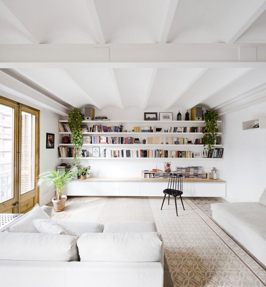 Architects Anna and Eugeni Bach gave this living room a very chic and welcoming appearance, making white furniture the star
